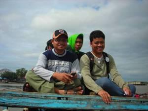 4-dosen-dan-asisten-di-atas-boat1